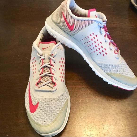 Women s Nike Fitsole Running Shoe Sneaker. M 5b3af9b4aa5719bf387fd915 2ecf48e48c